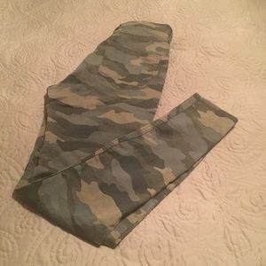 H&M's Divided green camo skinny jeggings